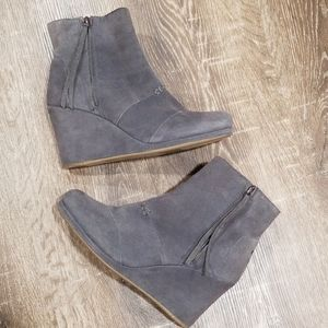 Toms Desert tall gray suede wedge ankle boots 10